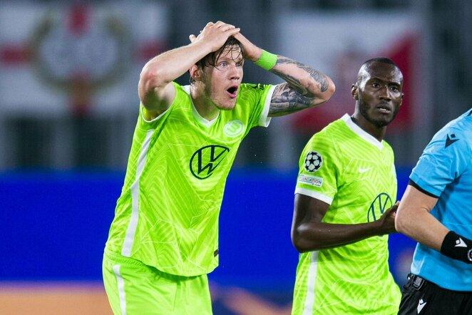 """Priblokšti """"Wolfsburg"""" žaidėjai   Scanpix nuotr."""