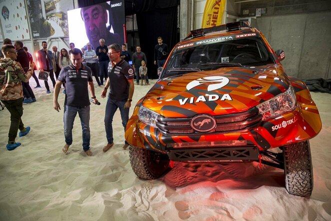 A.Juknevičius prieš Dakaro ralį pristatė naująjį automobilio dizainą | Roko Lukoševičiaus/BNS Foto nuotr.