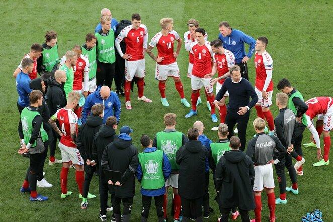 Danijos rinktinės treneris bendrauja su savo žaidėjais | Scanpix nuotr.