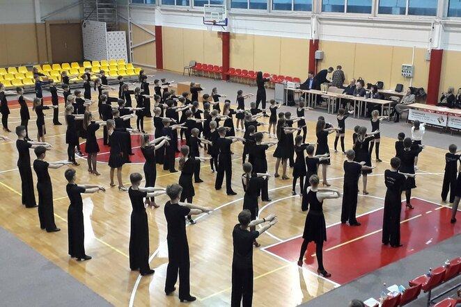 Lotynų Amerikos šokių treniruotė jaunesiems šokėjams su B.Baniene | Organizatorių nuotr.