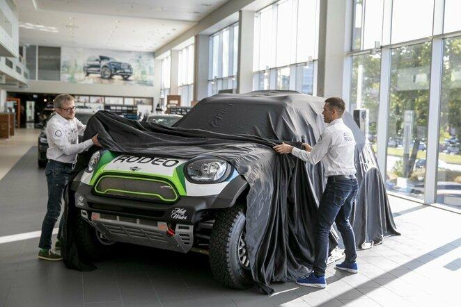 V.Žala ir S.Jurgelėnas pristatė naująjį automobilį Dakaro raliui | Luko Balandžio / BNS foto nuotr.
