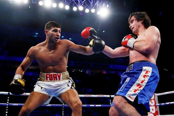 Tommy Fury prieš Jevgenijų Andrejevą   Scanpix nuotr.