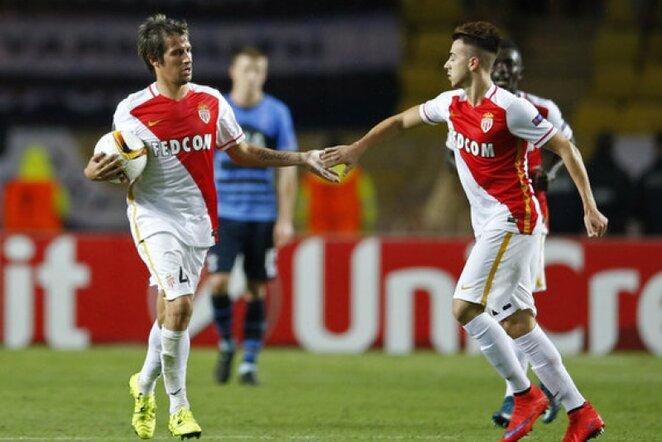 Fabio Coentrao (kair.) ir Stephanas El Shaarawy (deš.)   Reuters/Scanpix nuotr.