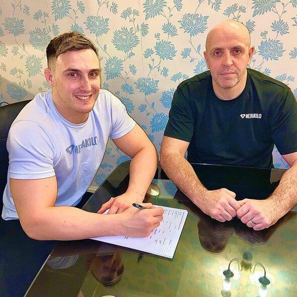 Modestas Bukauskas ir Gintas Bukauskas pasirašo sutartį su UFC | asmeninio archyvo nuotr.