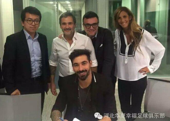 Ezequielis Lavezzi pasirašo sutartį | Wei Xin nuotr. | Alfredo Pliadžio nuotr.