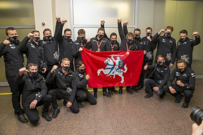 Benediktas Vanagas su komanda | Roko Lukoševičiaus/BNS Foto nuotr.