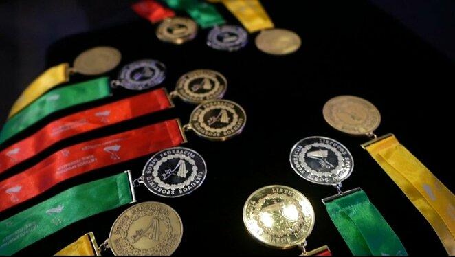 Lietuvos sportinių šokių čempionao medaliai (LSŠF nuotr.) | Organizatorių nuotr.