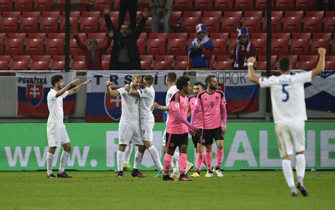 Įvartį švenčiantys Slovakijos futbolininkai | Scanpix nuotr.